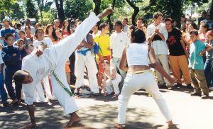 586902_capoeira_on_street